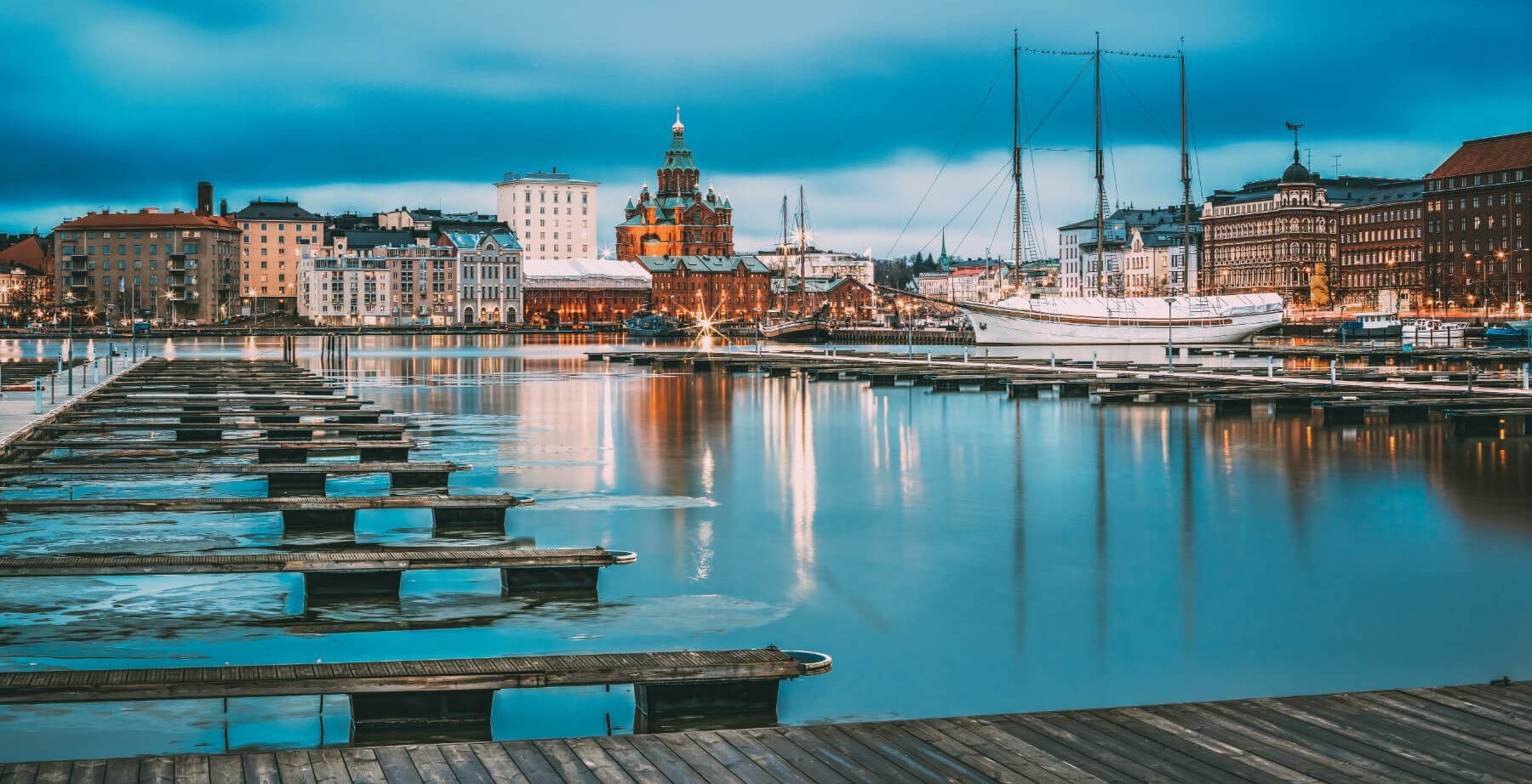 helsinki-finland-view-of-evening-city-and-PW9QHH6