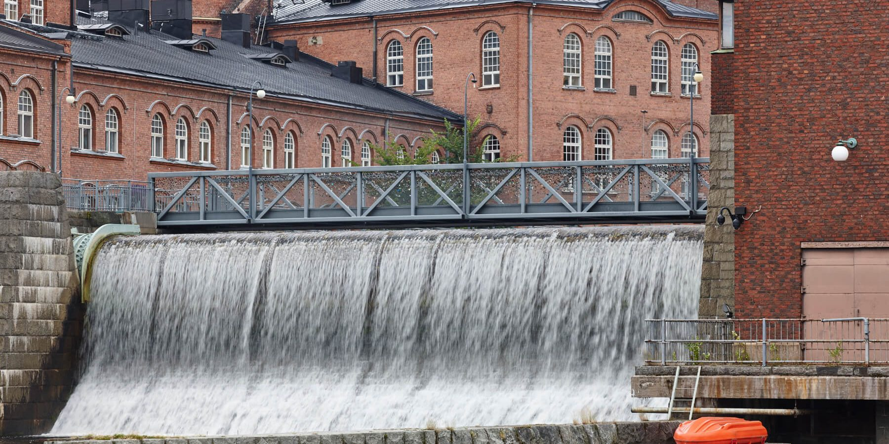 traditional-industrial-buildings-and-dam-in-PLEUVDL